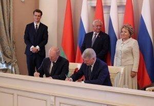 Соглашение о сотрудничестве между Гродненской и Воронежской областями подписали главы регионов на форуме в Санкт-Петербурге